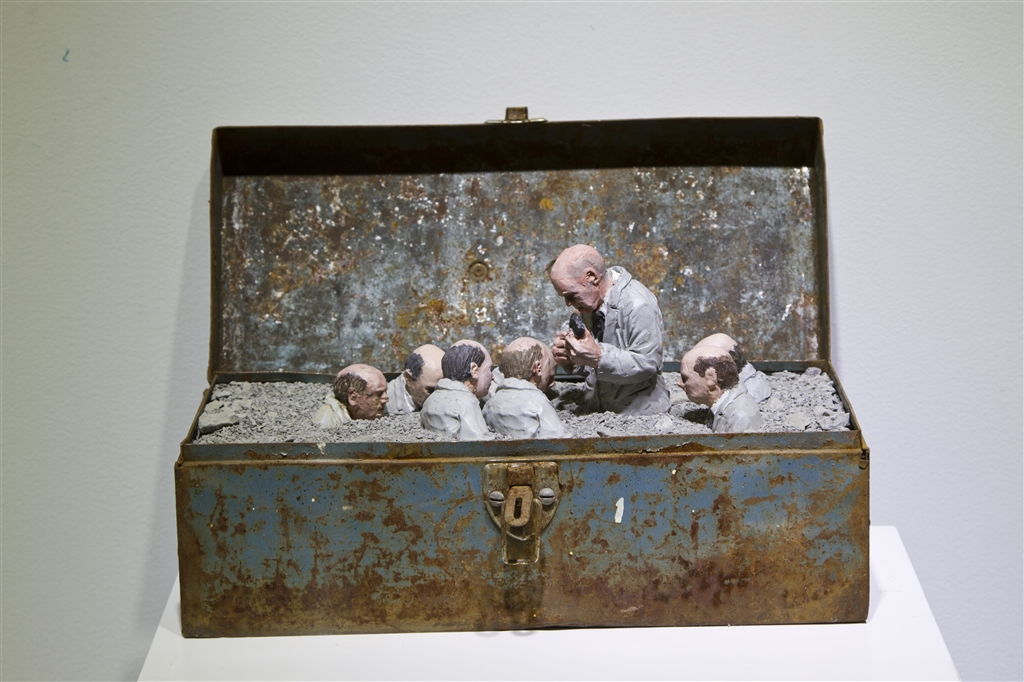 Urban_Inertia_show_Follow_the_leaders_series_Isaac_Cordal_Urban_inertia_IMG_2311