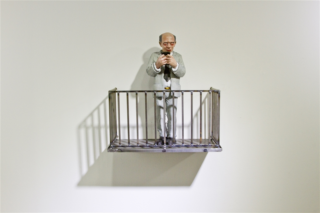 Urban_Inertia_show_Isolated_in_the_modern_ourtdoors_Isaac_Cordal_IMG_2602