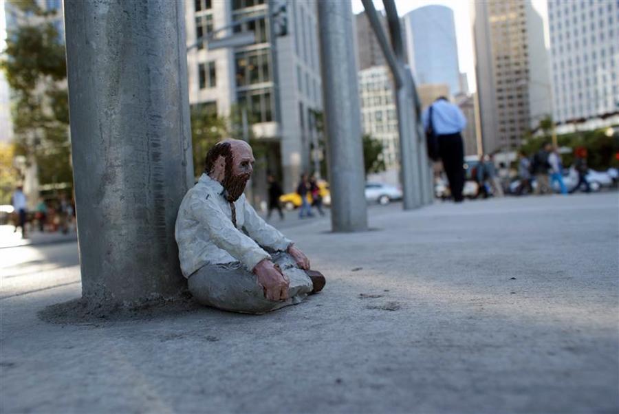 Isaac Cordal - Cement Eclipses - Urban Art